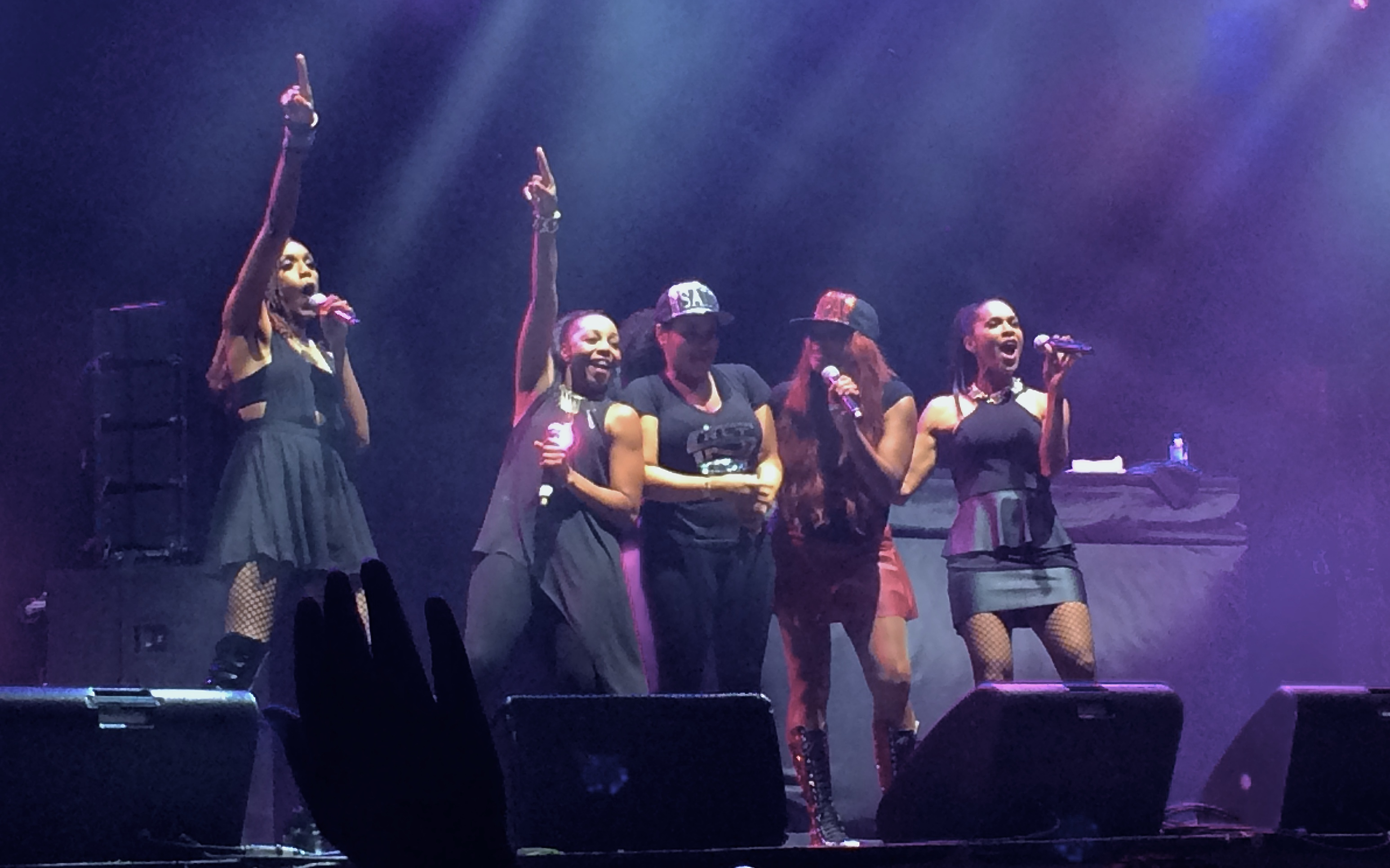 Salt-N-Pepa with En Vogue. Can you guess the song?