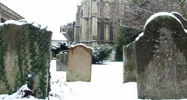 Snowy_graveyard_at_Rochester_Cathedral_-_geograph.org.uk_-_1624004
